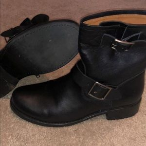 Women's 8 1/2 Frye Vicky engineer boots
